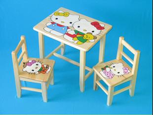 Obrázek Dětský dřevěný stůl se židlemi - Hello Kitty